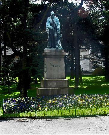 Belfast, UK: Statue of Lord Kelvin near the Ulster Museum