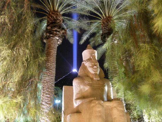 Лас-Вегас, Невада: LUXOR SPHINX