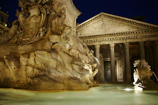Rome, Italy: Panteon at night
