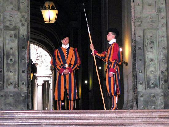 Rome, Italie : Swiss Guards at the Vatican