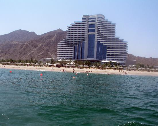 Le Meridien Al Aqah Beach Resort: the hotel from the dive boat
