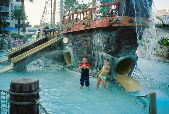 Marriott's Harbour Lake: Great water ship, shallow water fun