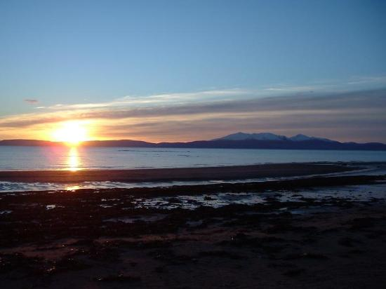 Carlton Seamill B & B: Winter sunset on Seamill Beach, Ayrshire, Scotland