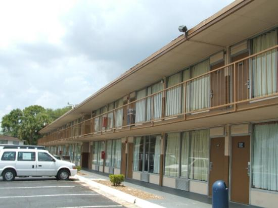 Snowbirds Inn: Motel exterior