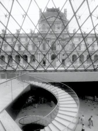 Parijs, Frankrijk: The Louvre: Inside and Out