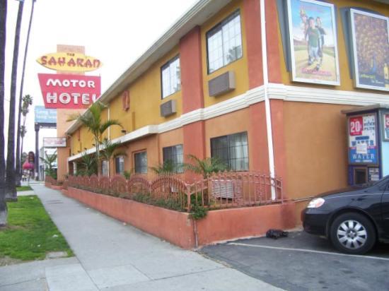 Saharan Motor Hotel: Saharan's Facade