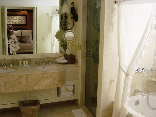 Foto de royal hideaway playacar playa del carmen royal for Small bathroom goals