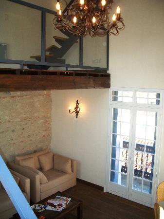 Chateau La Tour Apollinaire: The Living Room