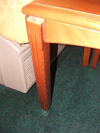 Castaic Inn: broken table