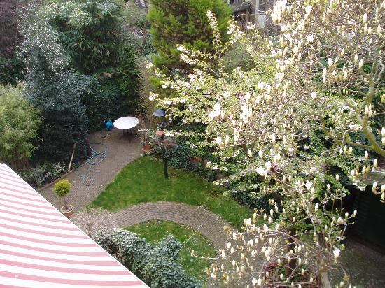 Hotel The Neighbour's Magnolia: The garden