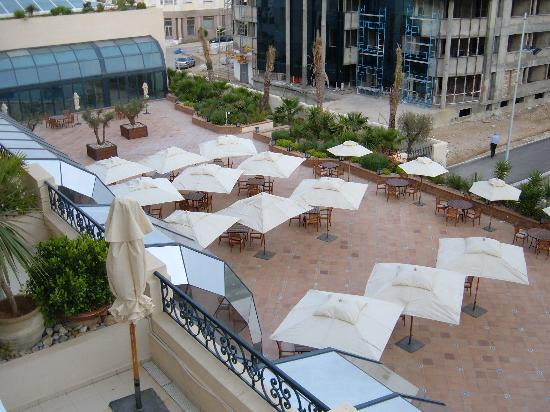 Hotel Les Berges Du Lac- Concorde: Balcony View of Terrace