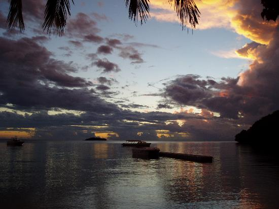 Kulu Bay Resort: Evening Sky