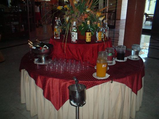 Bahia Principe Costa Adeje: No shortage of cheap but low quality booze
