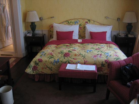 Le Palais Art Hotel Prague: Sumptuous bed