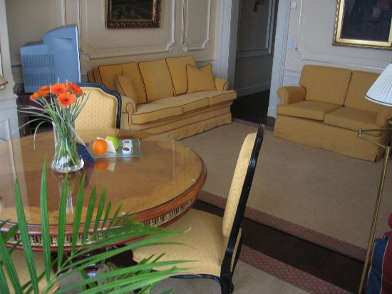 Le Palais Art Hotel Prague: Lounge - fresh fruit and pralines every day