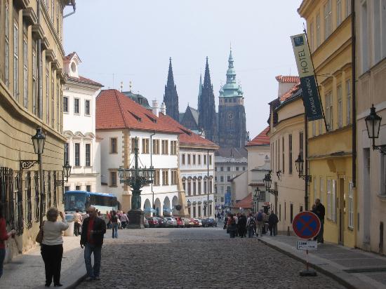 Le Palais Art Hotel Prague: Approaching the Castle