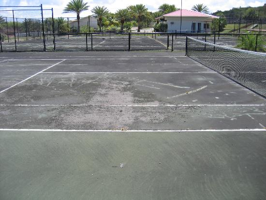 Grand Royal Antiguan Beach Resort: Tennis Court