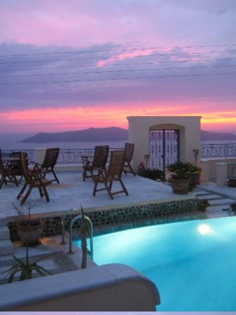 Anteliz Suites: Sunset view from pool area