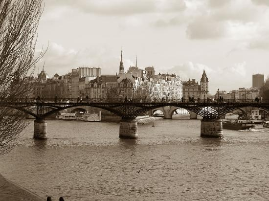 ปารีส, ฝรั่งเศส: The heart of Paris, where it began and grew from!