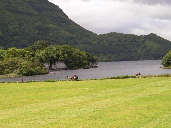 Comté de Kerry, Irlande : Killarney lake from Mucross house