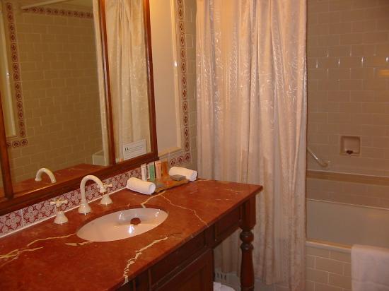Crowne Plaza: Bathroom