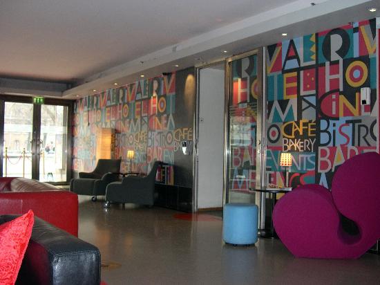 Hotel Rival: The lobby