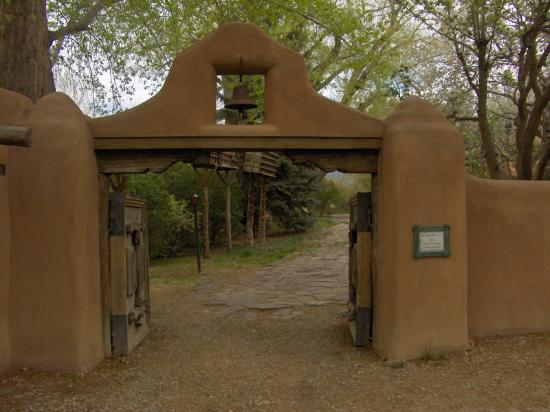 Mabel Dodge Luhan House: entrance gate
