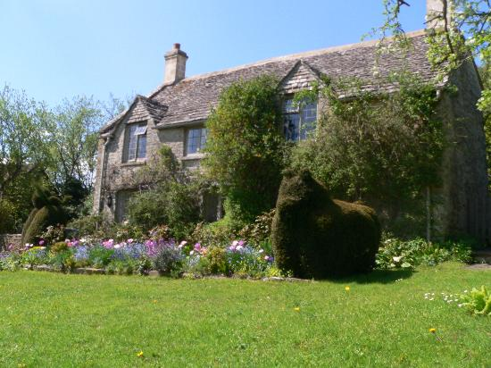 Yew Tree Cottage Bed and Breakfast: Front of the inn