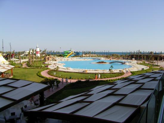 Miracle Resort Hotel: la piscine