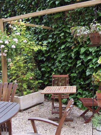 Nice Garden Hotel: garden view