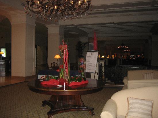 The Westin Dragonara Resort, Malta: hotel lobby