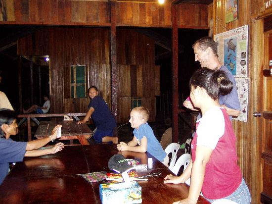 Trekkers Lodge Kinabatangan: Chilling out with the staff at night