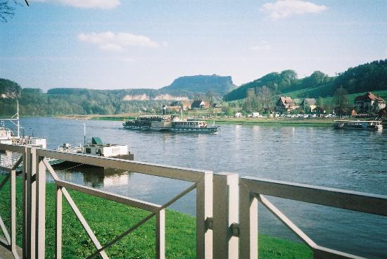 Bad Schandau, Tyskland: The river at Kurort Rathen