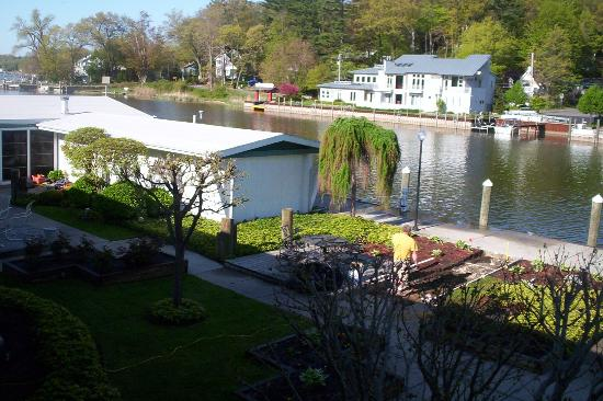 Saugatuck, MI: ship and shore