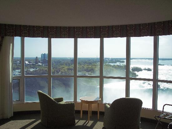 Embassy Suites by Hilton Niagara Falls Fallsview Hotel : View of the Falls from our Suite