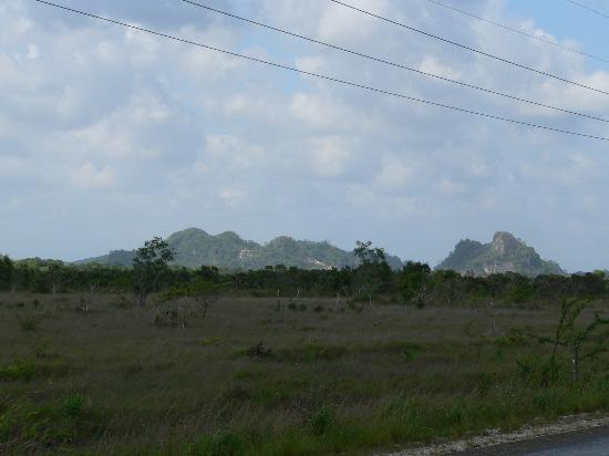 Xanadu Island Resort: Mayan Mountains by the jungle