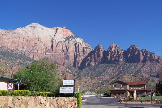 "Zion Park Motel : ""Have a nice day"""