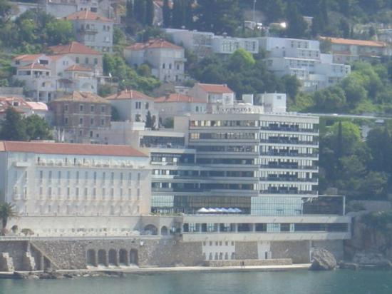 Hotel Excelsior Dubrovnik: Hotel from the water - two parts old & new