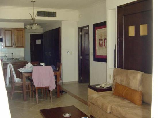 Hotel Marina El Cid Spa & Beach Resort: one bedroom living room