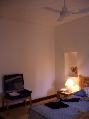 Hotel Ta' Cenc : the bedroom