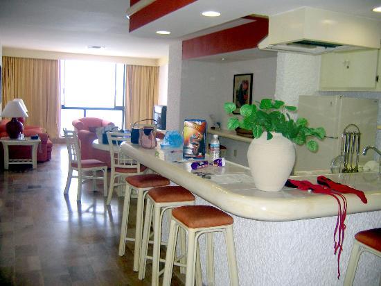 El Cid El Moro Beach Hotel: Double Suite - Kitchen/ living room
