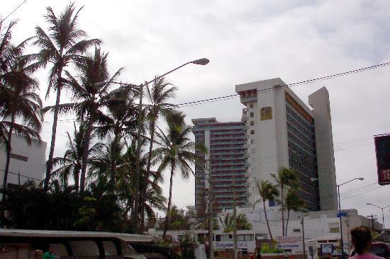 El Cid El Moro Beach Hotel: Exterior from the street
