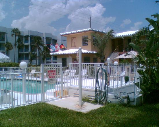 Tropic Isle Beach Resort: Overlooking the pool