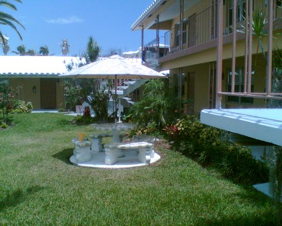 Tropic Isle Beach Resort: A nice little place in the shade