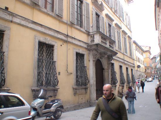 Palazzo Bruchi: Palazzo Bruchi's exterior Yellow building with big wooden door