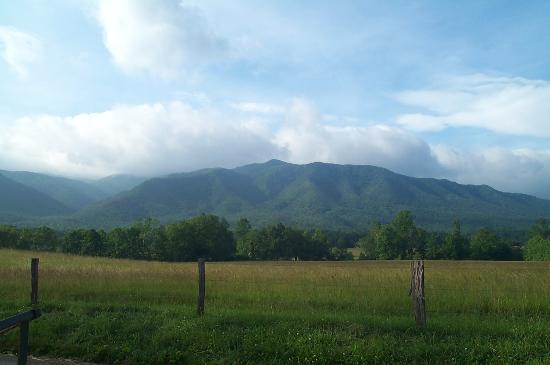 Norma Dan Motel: Cades Cove Mountain view