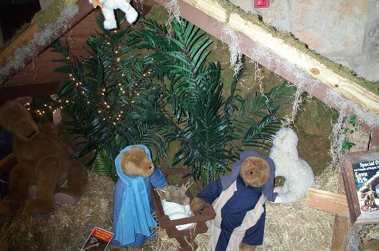 Norma Dan Motel: Boyd's Bears Nativity scene
