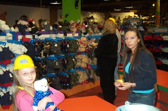 Norma Dan Motel: Family fun making stuffed bears!