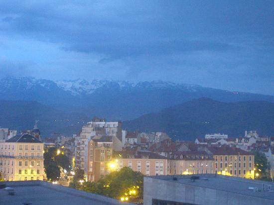 Novotel Grenoble Centre : View in the evening