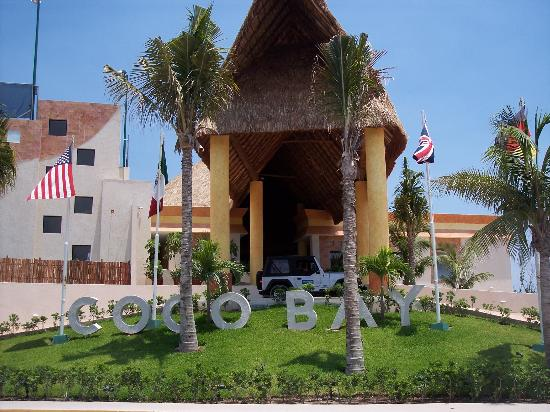 The Reef Coco Beach: Entrance to hotel